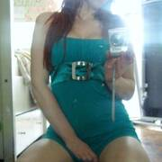 davanti allo specchio, è carino il mio vestitino?
